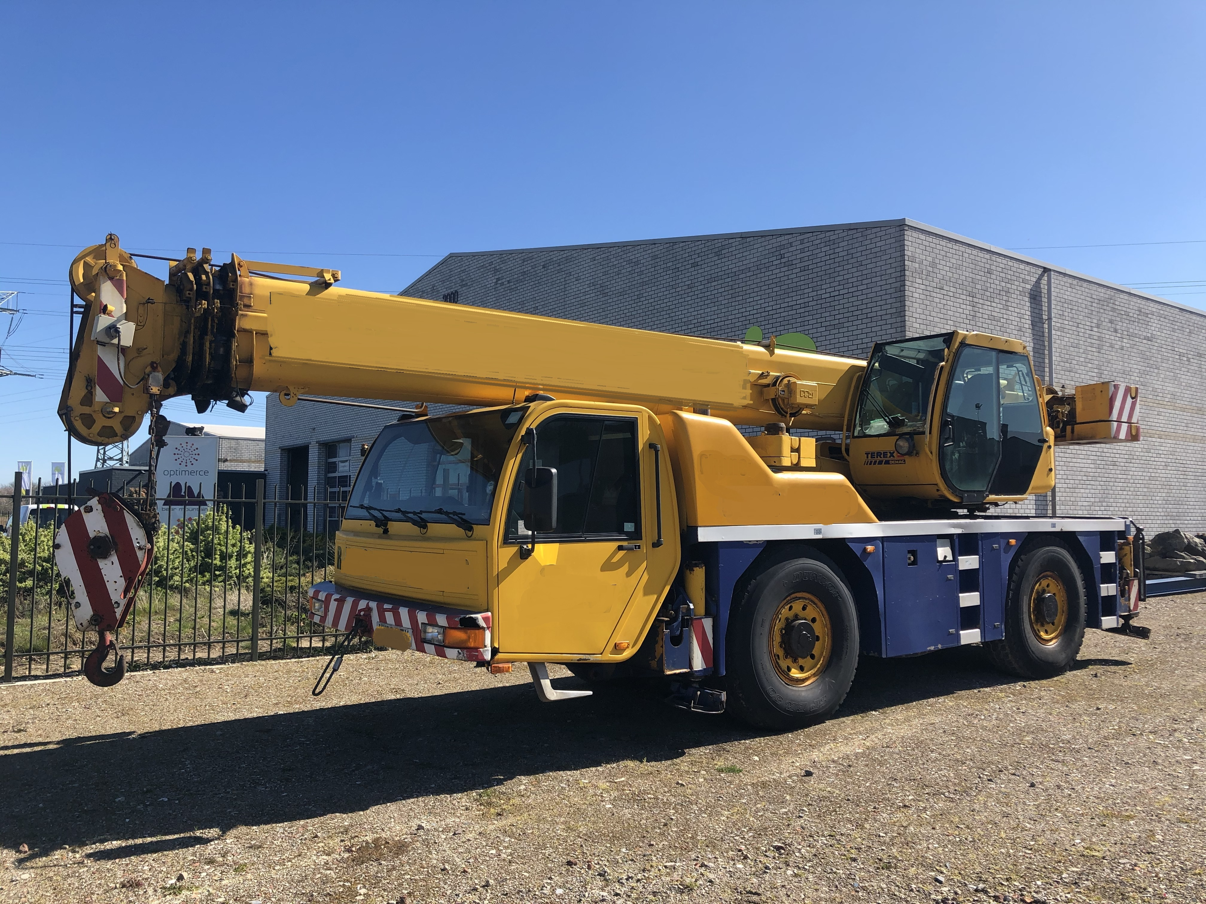 See more photos of this crane
